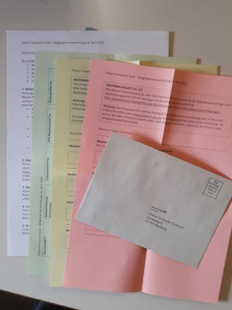 Wahlunterlagen auf Papier